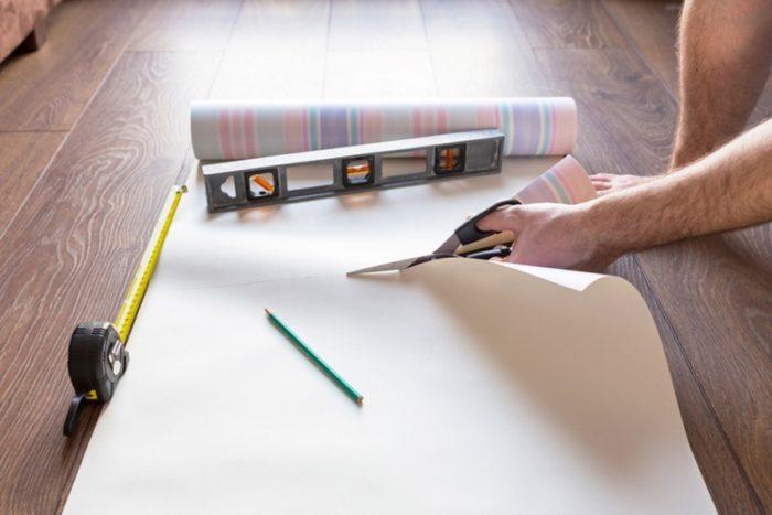 Разметка и нарезание обоев на полотна