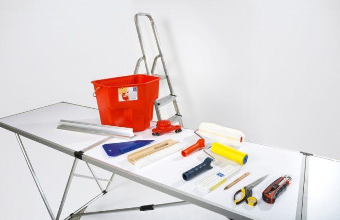 Инструменты, необходимые для самостоятельной поклейки обоев