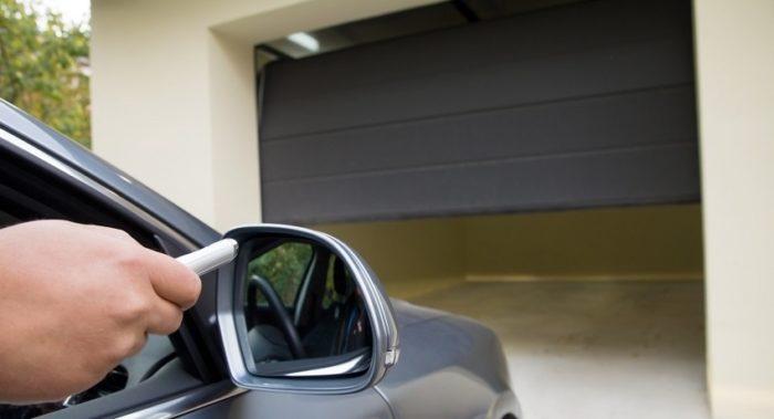 В наше время все большей популярностью пользуются подъемные ворота для гаража