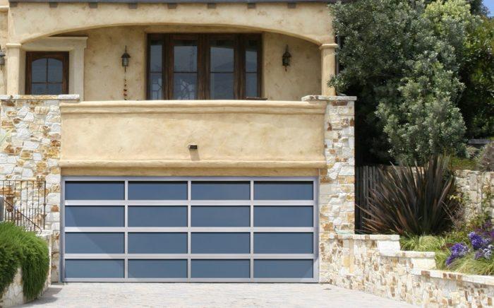 Подъемно-поворотные ворота гаража