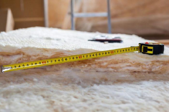 Перед монтажом утеплителя важно правильно рассчитать необходимое количество материала