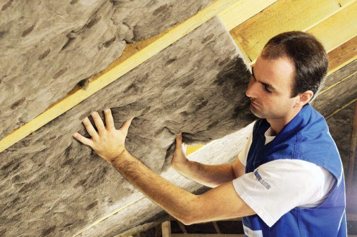 Эковату не рекомендуют использовать при утеплении цокольного этажа и перекрытий над подвальными помещениями, в которых уровень влажности стабильно высокий