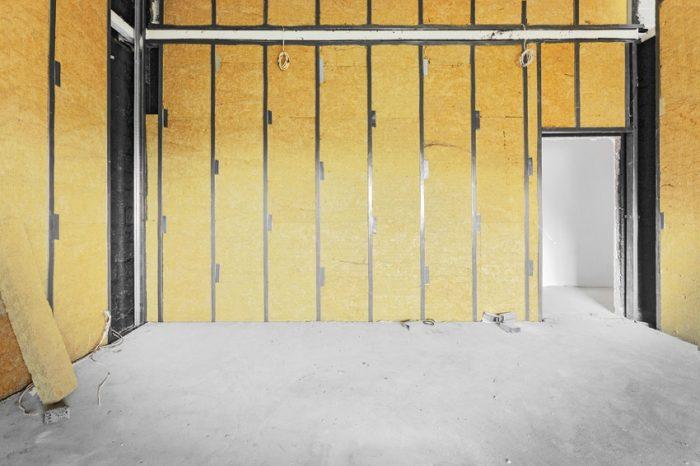 Утепление стен изнутри будет наиболее эффективным, если это заложено в проекте строительства