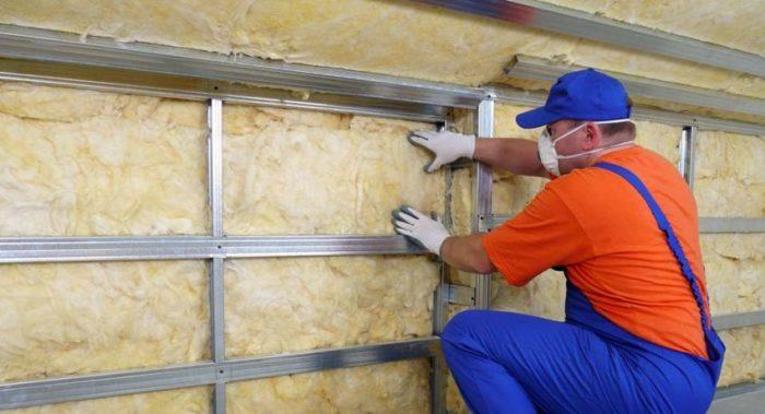 Утепление стен изнутри обходится как правило дешевле, чем такая же работа снаружи