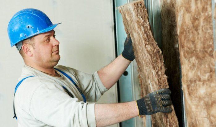 Следует помнить о том, что монтаж на стены достаточно толстого слоя утеплителя сократит площадь помещения