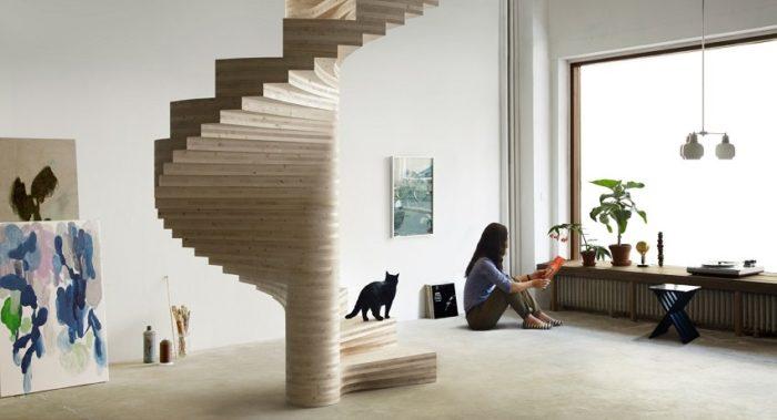 Стильная винтовая лестница из дерева украсит любой интерьер