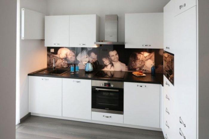 На кухонном фартуке можно напечатать фотографии близких людей
