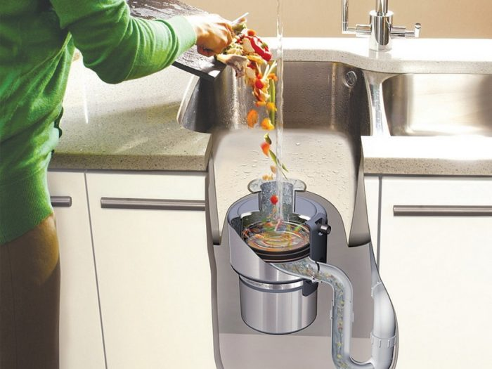 Для свободного передвижения пищевых отходов в канализацию, при подключении диспоузера используйте трубы с гладкими стенками