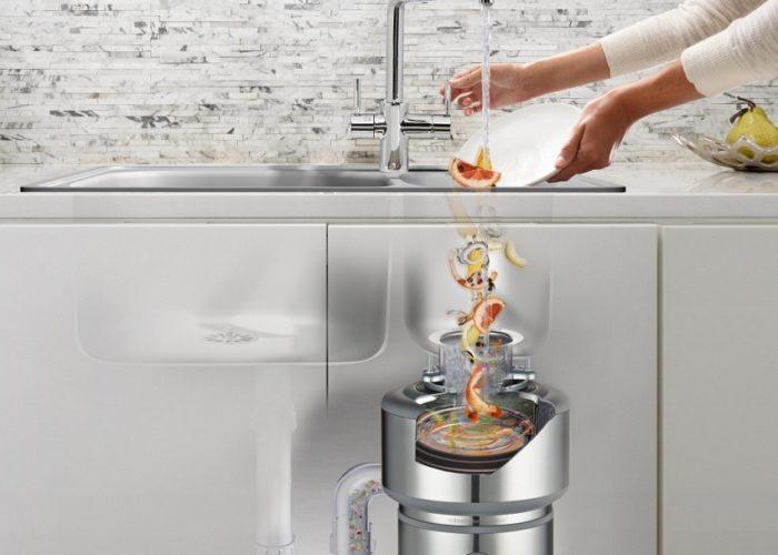 Измельчитель для пищевых отходов устанавливается на выходе кухонной раковины