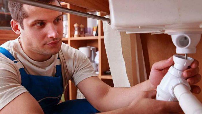 Увеличить время между чистками сифона можно при помощи аккуратного использования мойки, специальной решетки на слив или измельчителя продуктов
