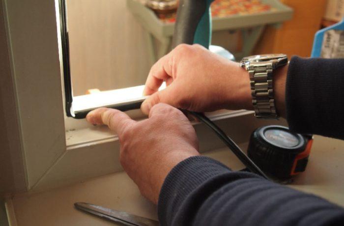 При монтаже уплотнителя важно не оставить щелей