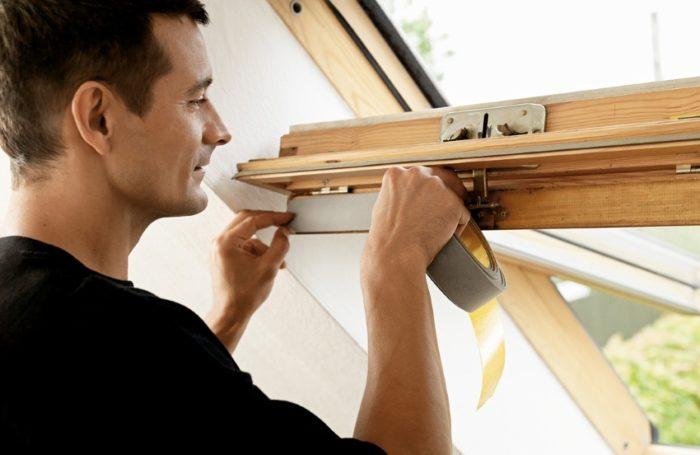 Широкие уплотнители лучше подходят для деревянных окон
