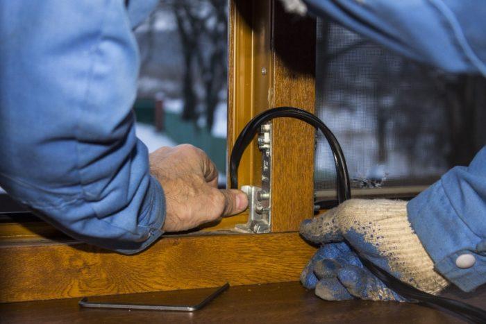 Перед заменой уплотнителя следует обезжирить поверхность