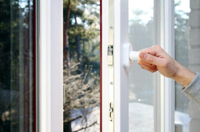 Яркий уплотнитель сделает окно более стильным
