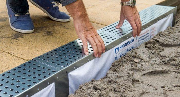 Монтаж дренажной системы необходим как на территории частного дома, так и на дачном участке
