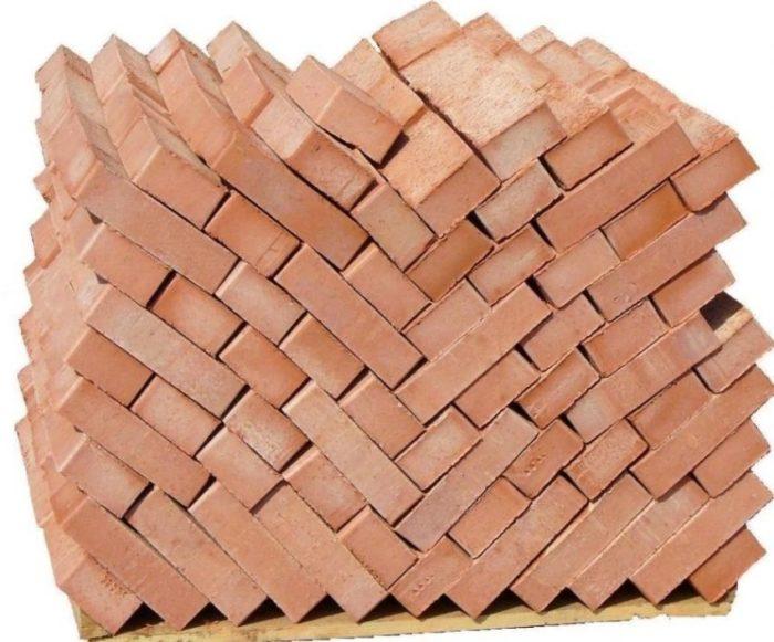 Количество кирпичей в одном поддоне может колебаться от 300 до 600 штук