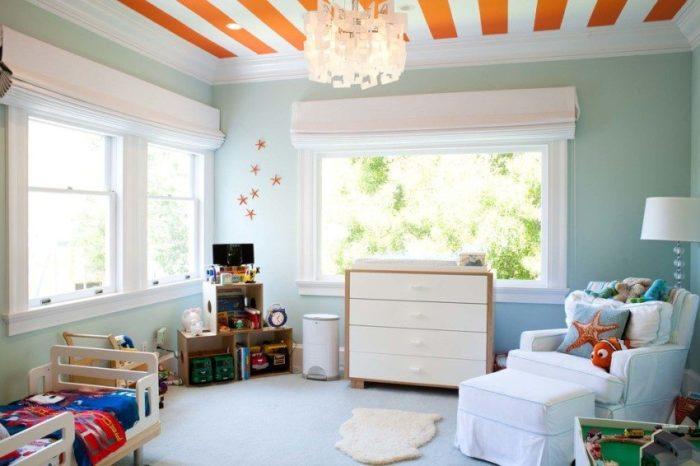 Разноцветный натяжной потолок в детской спальне