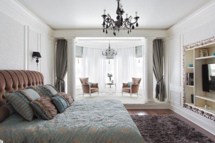 Одноуровневый потолок в спальне