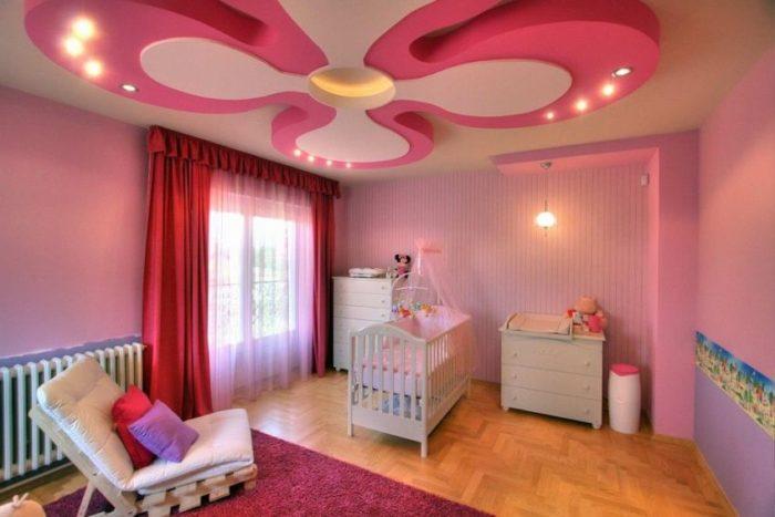 Цветок из гипсокартона в детской спальне