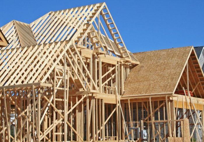 Все элементы деревянного каркаса необходимо пропитывать влагозащитными составами