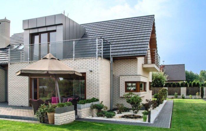 Дом построен с применением белого силикатного кирпича