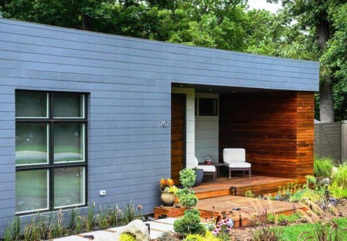Деревянное крыльцо для небольшого частного дома