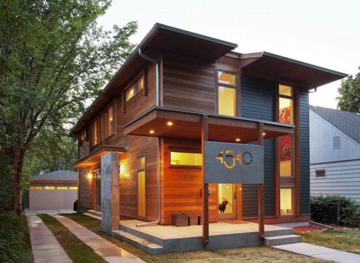 Аккуратное бетонное крыльцо современного дома