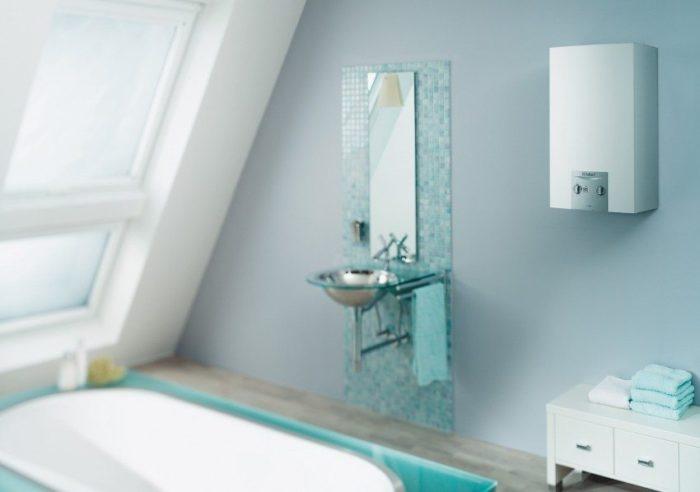Настенный водонагревательный прибор имеет компактные размеры и легко впишется в интерьер ванной комнаты