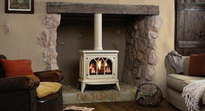 Печь на дровахбез труда создает тепло и уют в любом доме