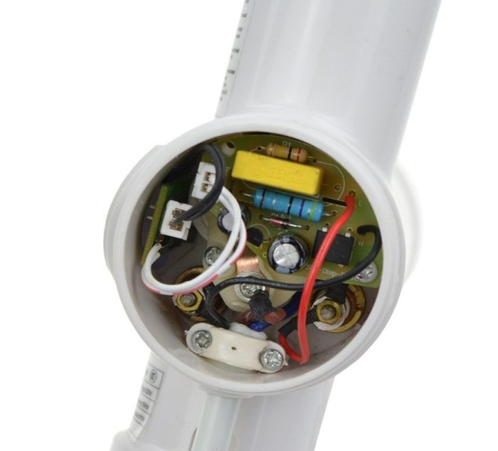 Электронная схема внутри проточного водонагревателя на кран
