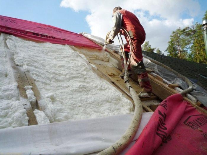 Процесс утепления крыши снаружи вспененным пенополистиролом