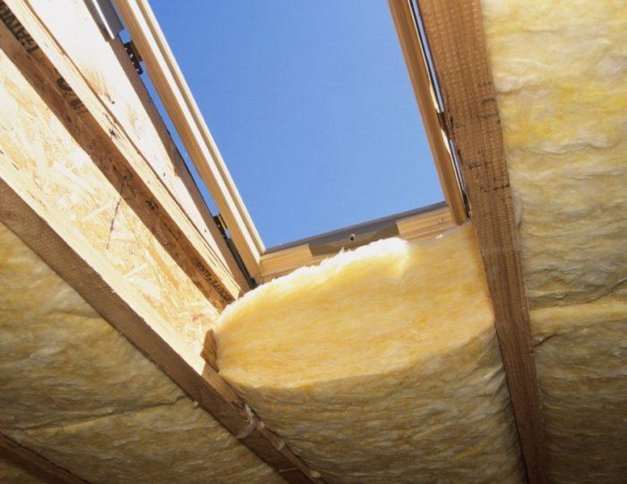 Слой утеплителя для помещения мансардного типа должен быть не менее 100 мм