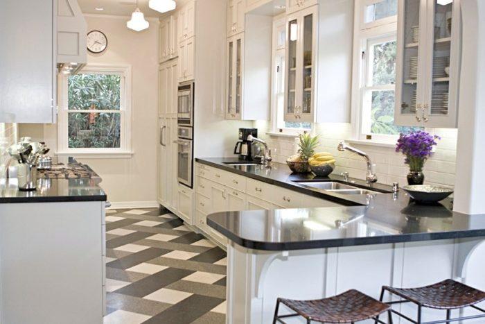 Рекомендуемыми для использования в кухне и прихожей цветами являются бежевый, коричневый и серый