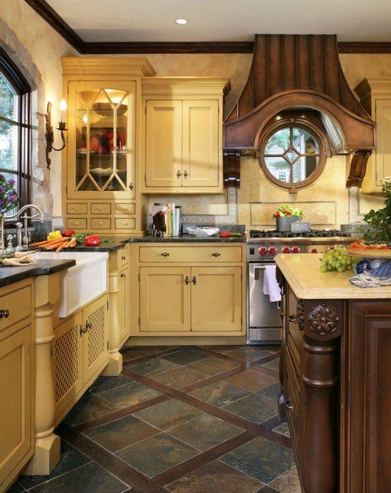 Комбинированный пол в интерьере кухни частного дома