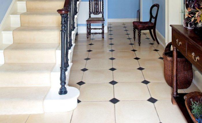 Пример использования плитки в интерьере прихожей частного дома