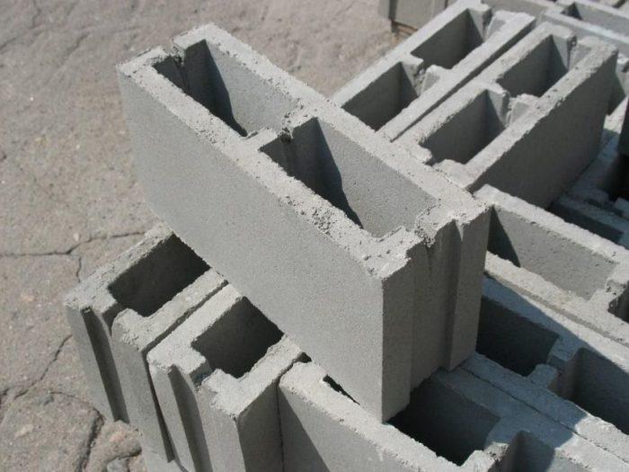 В составе шлакоблока может присутствовать щебень, гравий, песок, кирпичная и цементная крошка