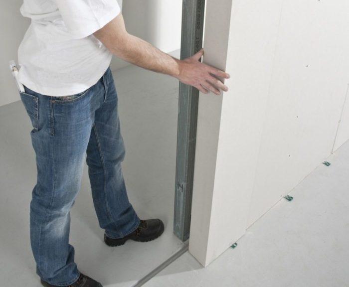Шаг 2: оформление места внутри стены для движения откатной двери