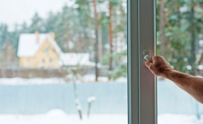 В зимнем режиме уплотнитель быстро изнашивается, поэтому категорически не рекомендуется постоянно держать окно в этом режиме