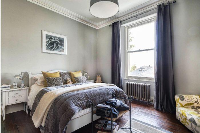 Минимализм — это наиболее предпочтительный стиль в оформлении маленьких спален