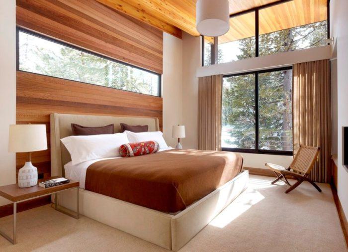 Отсутствие прикроватной тумбочки в комнате освободит площадь для установки системы хранения, туалетного столика или кресла для чтения