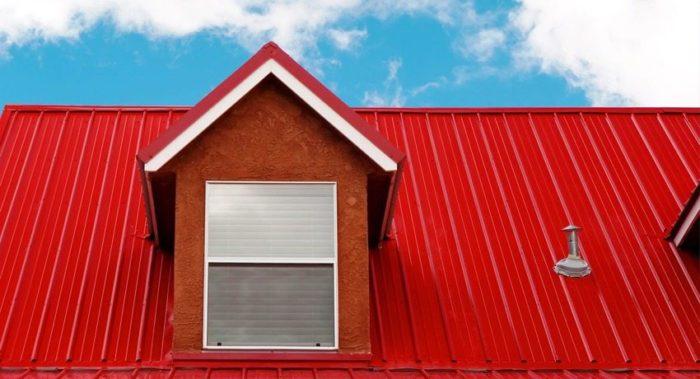 Профнастил — популярный материал для обустройства крыши