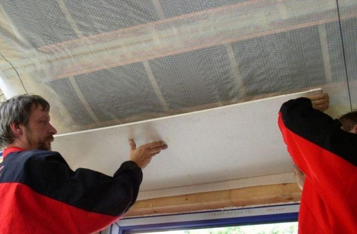 Армированная пленка используется в качестве гидроизолятора при выполнении кровельных и фасадных работ, для защиты стен и фундамента