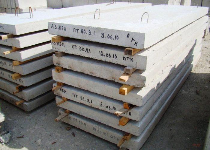 Сплошные плиты отличаются высоким уровнем прочности, большой массой и низкими звуко- и теплоизоляционными свойствами