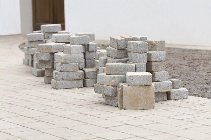Тротуарная плитка является функциональным покрытием для придомовой территории